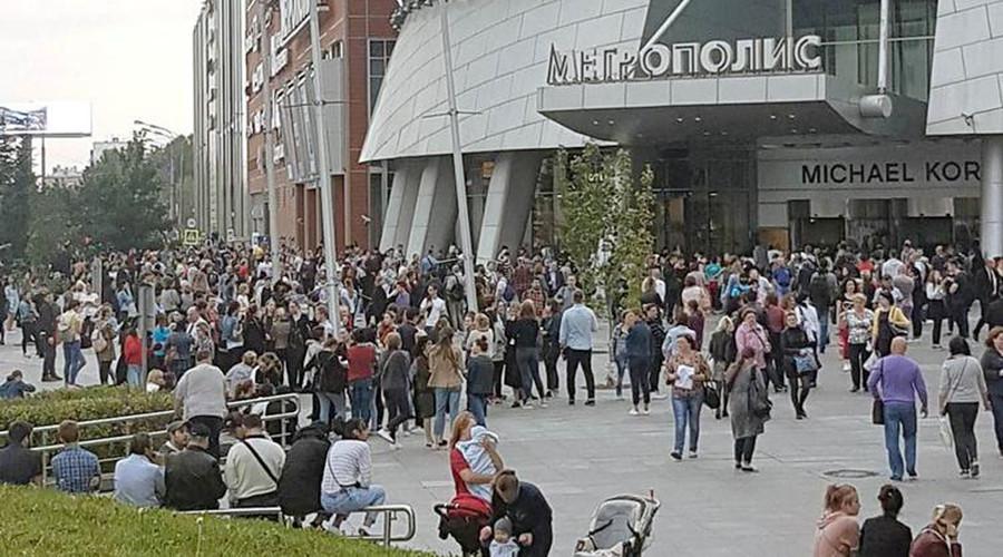 Над 10 000 луѓе евакуирани низ Москва поради дојава за бомбшки напади