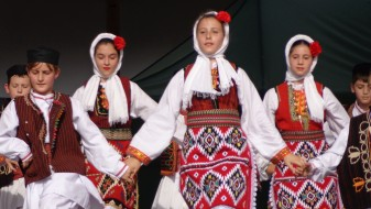 """Меѓународен детски фестивал """"Од цвет на цвет со оро и песна"""""""
