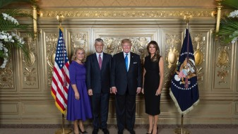 Почна фотографирањето со Трамп
