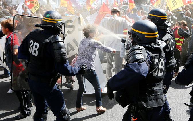 Протести низ цела Франција
