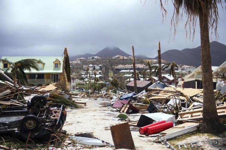 Пет лица починаа во дом за стари во Флорида по налетот на ураганот  Ирма
