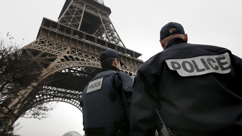 (Видео) Евакуирана Ајфеловата кула поради закана за бомба
