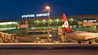 """(ВИДЕО) Се запали авион на аеродромот """"Ататурк"""" во Истанбул"""