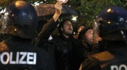 (ВИДЕО) Протести пред седиштето на АфД, се извикуваат анти-фашистички пароли