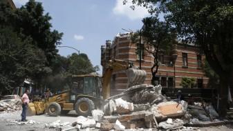 (Видео) Мексико: Најмалку 240 загинати, спасувачите трагаат под урнатините