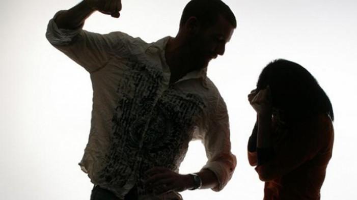 Скопјанец претепал 76-годишна баба и нејзината внука