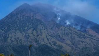 Евакуациja на Бали во очекување ерупција на вулканот Агунг
