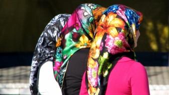 Не смее да се забрани ученички да носат шамии во училиште, смета народниот правобранител