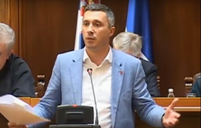 """Бошко Обрадовиќ ја нарече премиерката Ана Брнабиќ """"српска икебана"""""""