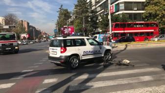 Полициско возило удри велосипедист во Центар