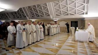 Според папата Франциско, на човештвото му се заканува самоубиство