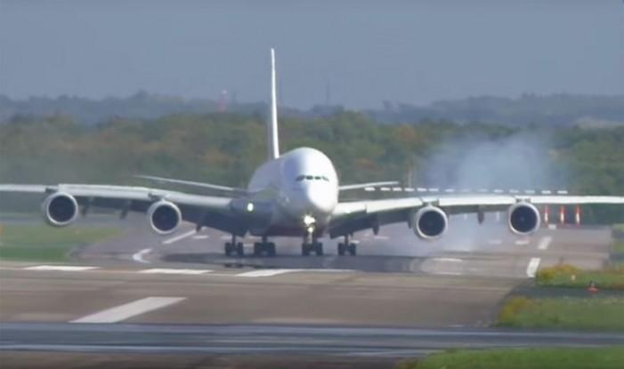 Избегната несреќа: Најголемиот патнички авион немоќен против ветрот
