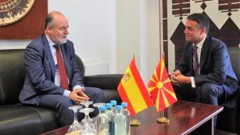 Димитров: Референдумот во Каталонија е внатрешно прашање на Шпанија