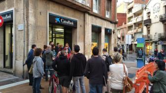 Каталонците ги празнат банките