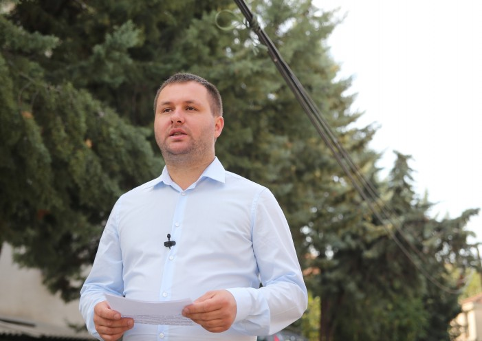 (ВИДЕО) Богдановиќ најави ново ЛЕД-осветлување за пониски сметки