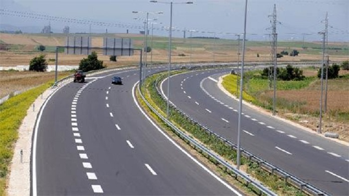 АМСМ  Сообраќајот се одвива непречено  наместа по влажни коловози