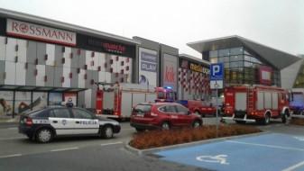 Полјак избол осумина со нож во трговски центар