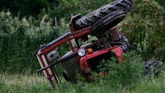 Загина тракторист во Прилепско, брат му тешко повреден