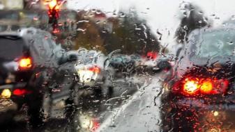 Единаесет совети за безбедно возење во услови на дожд