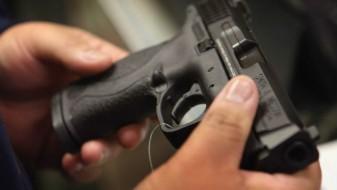 При претрес на куќа во Тетово пронајдени големи количини оружје