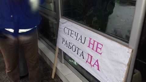 """Вработените во """"Фени"""" на штрајк, бараат повлекување на стечајот"""