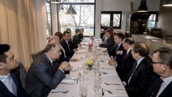 Заев оствари средба со нерезидентни амбасадори за Македонија во Белград