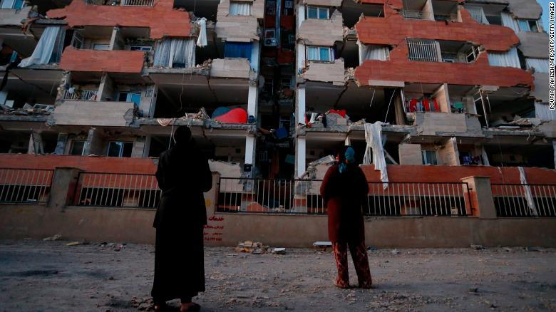 Над 300 лица загинаа во земјотресот што ги погоди Ирак и Иран