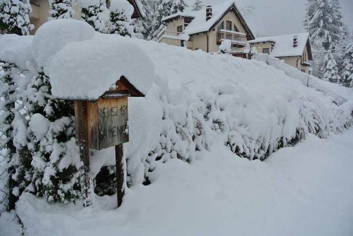 Снегот  во Босна и Хрватска го отежнува сообраќајот