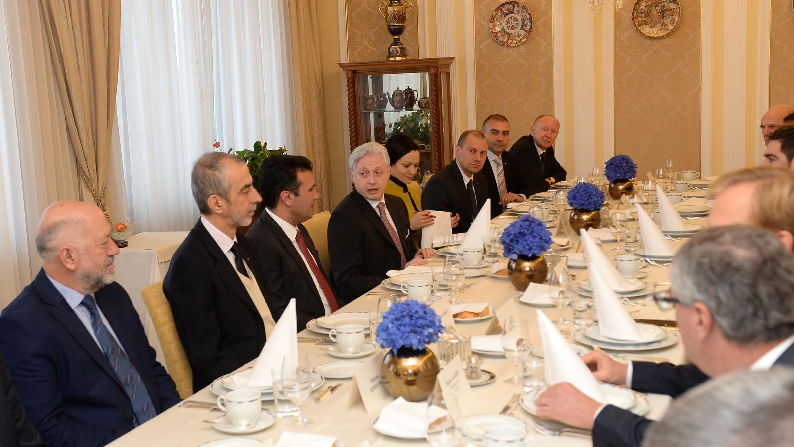 Премиерот Заев на работен појадок со стопанственици на Република Словенија