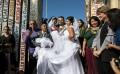 (Видео) Американец и Мексиканка се венчаа на границата