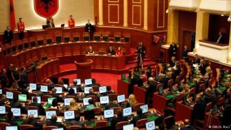 Опозицијата во Албанија бара политички излез од кризата