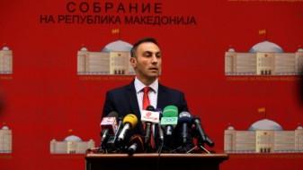 Груби ја одложи амандманската расправа за предлог-законот за јазиците, пред Собрание поставени шатори