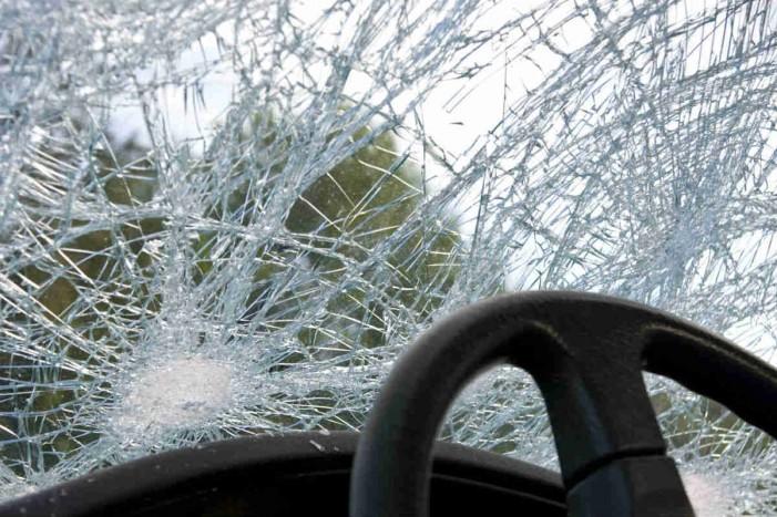Повредени триесетина ученици во сообраќајна несреќа меѓу комбе и автобус