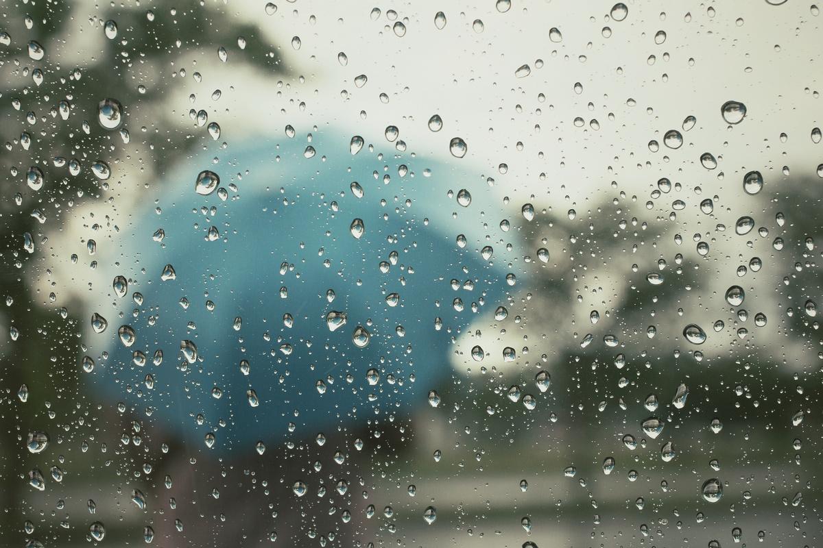 Променливо облачно со повремен дожд