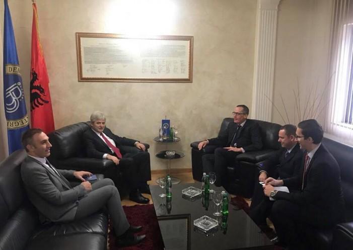 Ахмети се сретна со британскиот амбасадор Чарлс Гарет