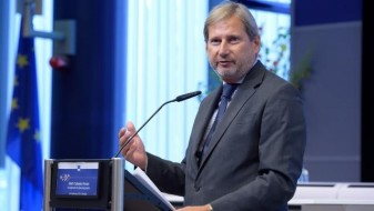 Хан: Србија мора да ги нормализира односите со Косово поради ЕУ