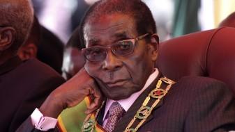 Мугабе сменет од лидерската позиција на владејачката партија