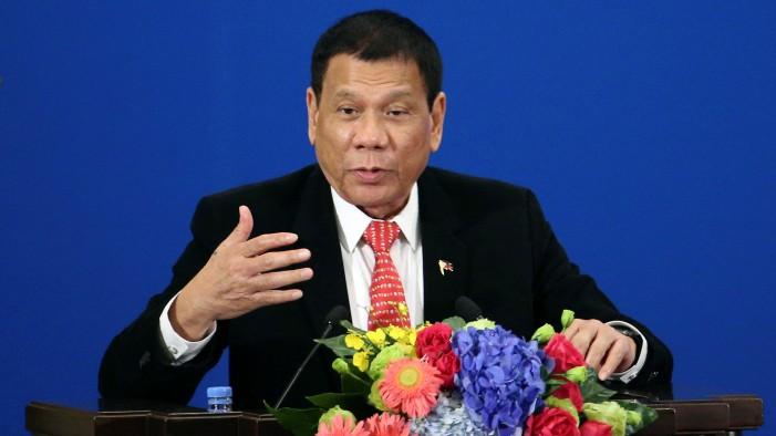 Претседателот на Филипините призна дека извршил убиство кога имал 16 години
