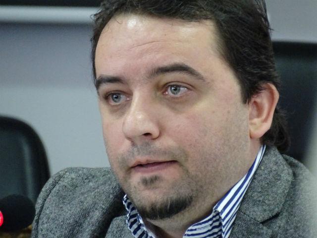 """Поранешниот уредник на МРТ, Ратајковски, ја рецензирал """"Македонија"""""""
