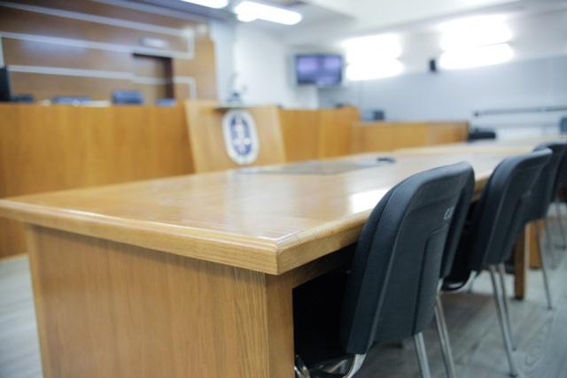 Судијката  Фатиме и адвокатите толкуваа за колку дена му важи боледувањето на обвинетиот во  Триста