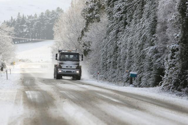 Во Дебар и Маврово до 10 сантиметри снег