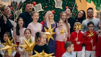 """(Видео) Осум музички ѕвезди снимија спот за божикната песна """"Вечниот Бог"""""""