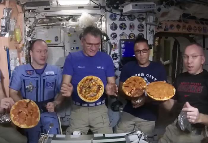 (Видео) Астронаути на НАСА правеа пица во вселената