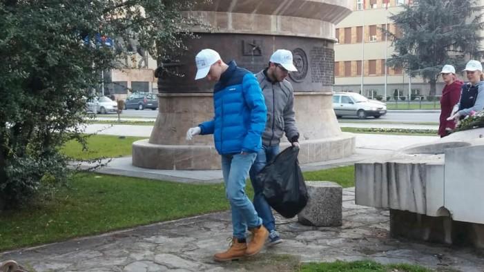 Акција за чистење на Паркот на жената-борец: В џеб, ако нема каде друго