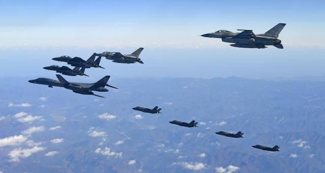 Предупредување од Трамп: Американски бомбардери прелетаа над Корејскиот Полуостров