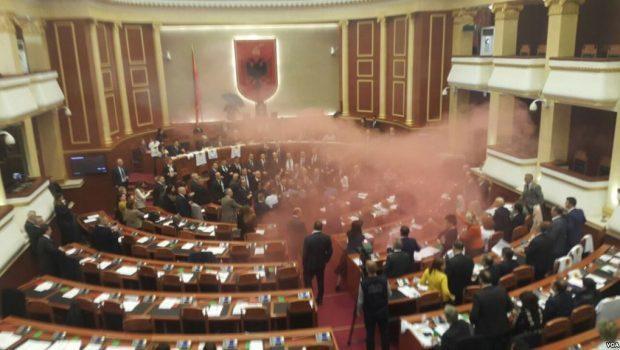 Во тензична атмосфера  Арта Марку избрана за привремен јавен обвинител на Албанија