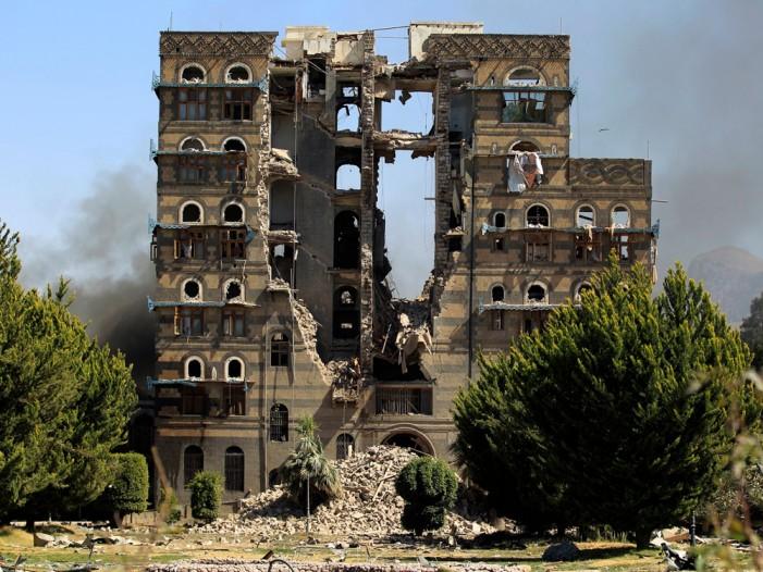 (Видео) Воздушни напади врз Јемен, уништен главниот град Сана