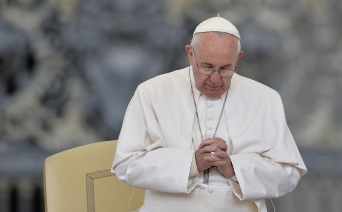 """Папата Франциско посакува промена во текстот на молитвата """"Оче наш"""""""