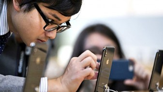"""Епл"" се извини поради забавените ""ајфони"" и понуди поевтини батерии"