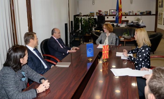 Шекеринска: Враќањето на Македонија на патот кон ЕУ и НАТО ќе донесе стабилност